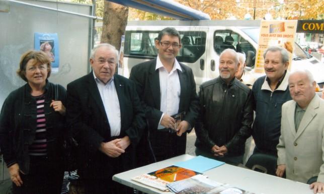 2009 : au Forum des Associations. De gauche à droite Anick et Maurice Sicart, Jérôme Coumet maire du 13e, Jean-Marie Montagne, Claude Cassa et Pierre Boisrenoult président du Comité 13e.